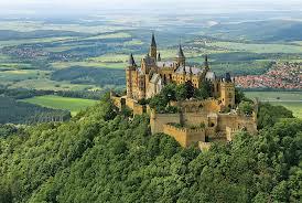 kastil Hohenzollern oleh segiempat