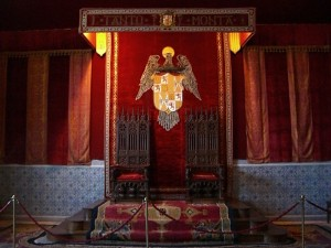 ruang raja kastil segovia oleh segiempat