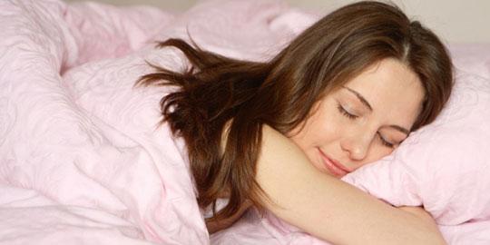 wanita yang tidur nyenyak oleh segiempat
