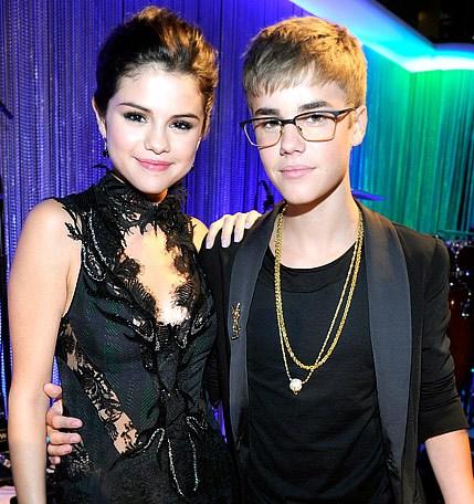 Foto Selena Gomez dan justn Bieber oleh segiempat