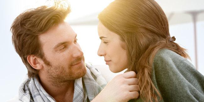 4 Bentuk Kekaguman Pria Saat Pacaran Dengan Wanita Dewasa oleh SegiEmpat